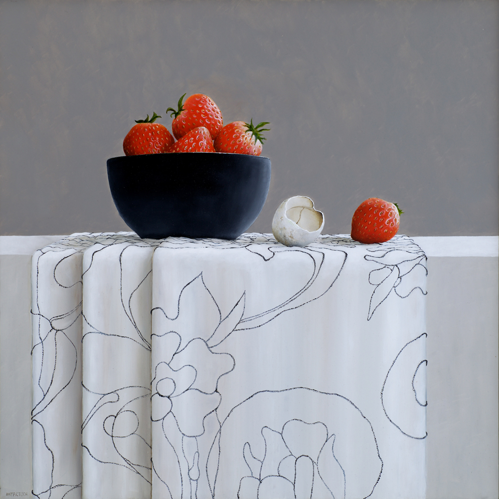 stilleven aardbeien en verlaten-ei